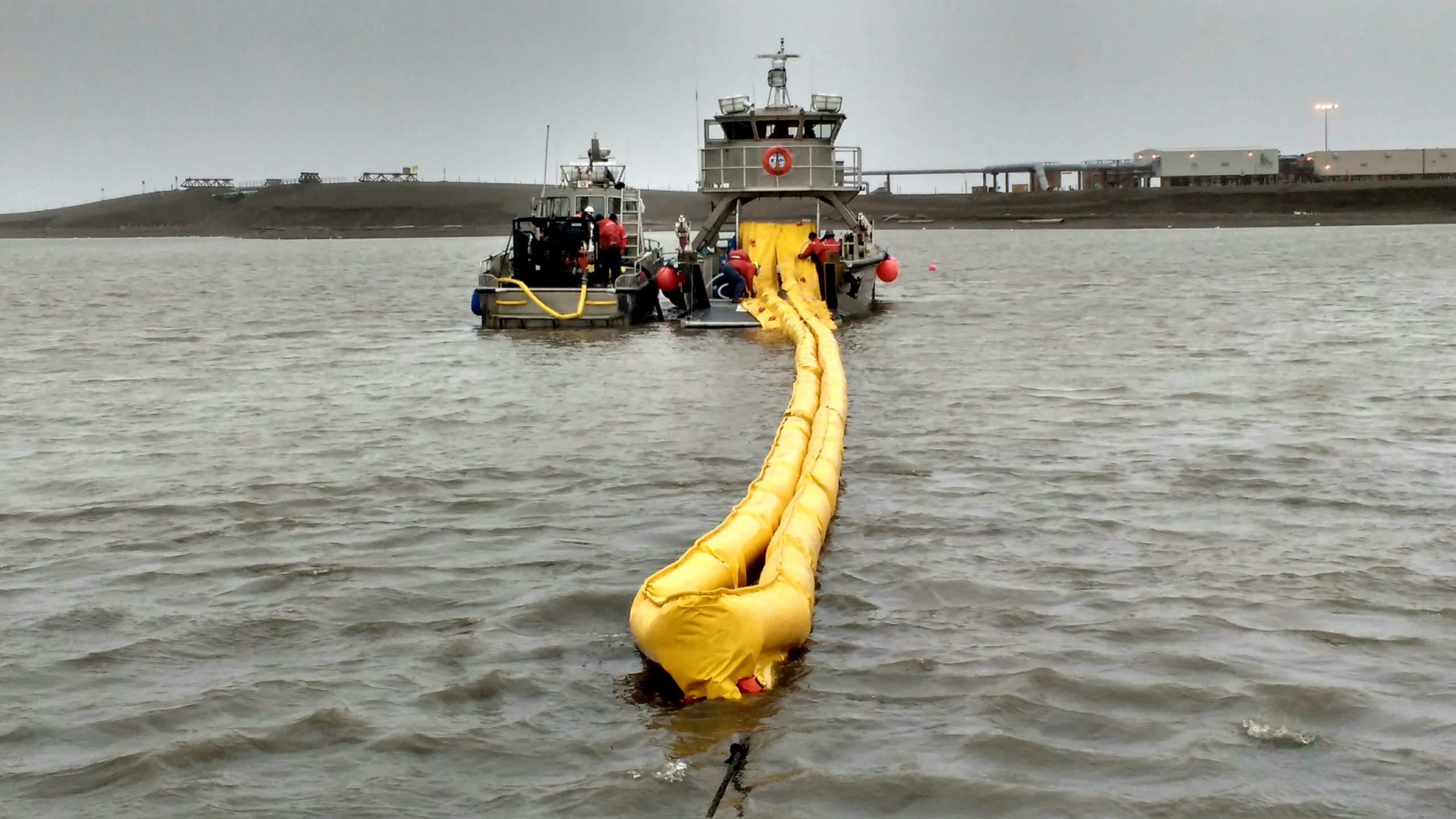 Spill Response Team training with a Hydro-Fire® water-cooled booming system for insitu burning tactics