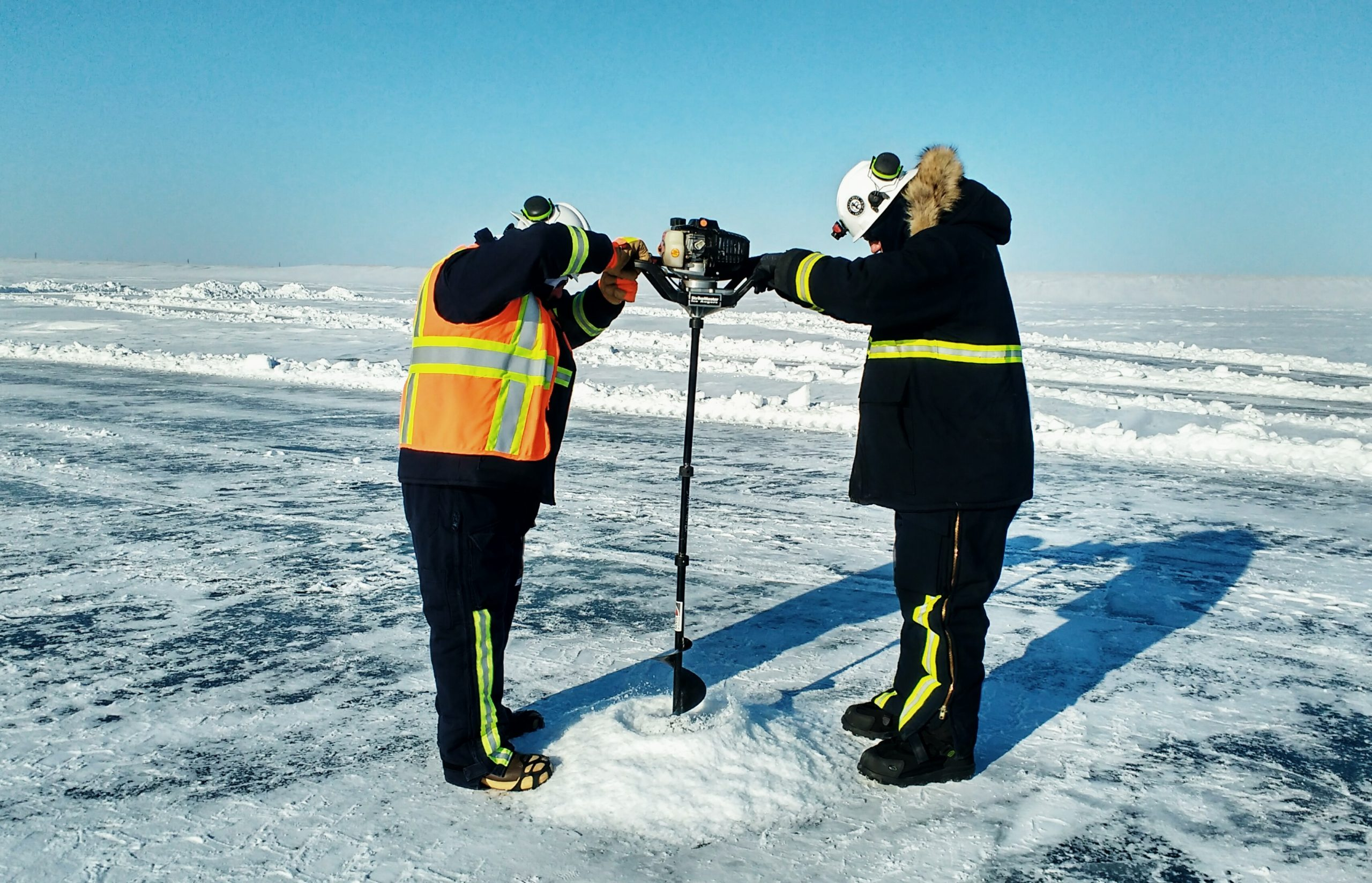 Practicing oil detection and delineation under-ice (Tactic T-3) on the sea ice using ice auger
